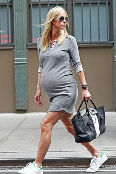 Nicky Hilton strolls like a model through the streets of - Stylish preggo - - Pregnant Tips - Pregnant Women Maternity Clothes First Trimester, Cheap Maternity Clothes, Casual Maternity Outfits, Celebrity Maternity Style, Stylish Maternity, Maternity Fashion, Casual Outfits, Baby Outfits, Casual Clothes