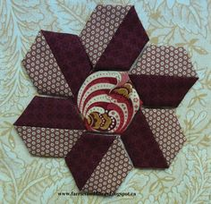 Good morning people! I've done several tutorials about how I like to have fun with hexagons, more fun than just using one fabric basted to a...