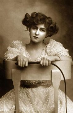 """Gibson girl/Edwardian actress - Gabrielle Ray - sometimes called """"the first supermodel""""."""