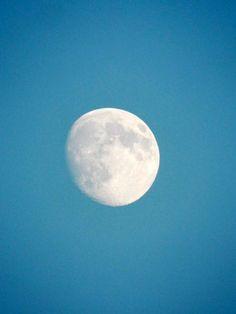White moon by Heitha  Geist