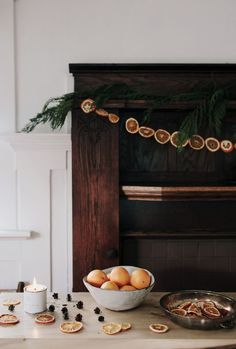 DIY Holiday Garland Decorating Ideas on a Budget - Onechitecture Hygge Christmas, Noel Christmas, Merry Little Christmas, Winter Christmas, Xmas, Winter Holidays, Christmas Oranges, Winter Diy, Natural Christmas