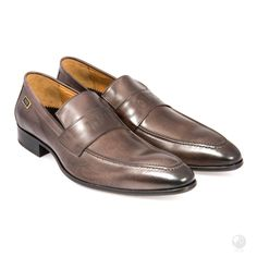 Manufacturing heritage dating back to the Specially hand made buy a select group of cobblers in Portugal. Made with Italian leather Exclusive to Feri Fashion House Penny Loafers, Loafers Men, Men's Shoes, Dress Shoes, Grey Heels, Cowhide Leather, Italian Leather, Designer Shoes, Oxford Shoes