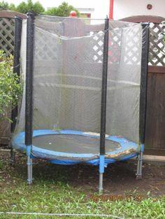 Trampolin mit Netz  - gebraucht aber funktionsfähig,   Durchmesser von Netz zu Netz  :    151 cm,Durchmesser der Springfeder :   110 cmzum Selbstabbau und Selbstabholung, Barzahlung direkt bei Abholung.