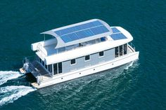 36 A Floating House Inspiration for Your House Pontoon Houseboat, Houseboat Living, Pontoon Boats, Boat Design, Yacht Design, Lower Deck, Water House, Floating House, Boat Stuff
