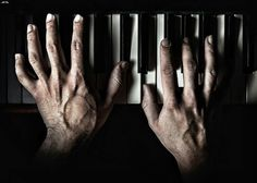 Old hands on piano. I loved watching Mom play piano as a kid and love playing myself Hand Drawing Reference, Anatomy Reference, Piano Photography, Fine Art Photography, Piano Hands, Finger Plays, Playing Piano, Painting Quotes, Old Hands
