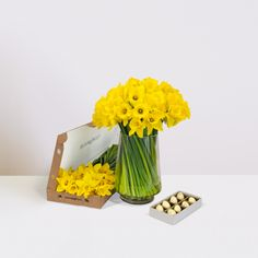 The Dora - 150 daffodils and 8 praline chocolates, delivered through the letterbox. Praline Chocolate, Bloom And Wild, Send Flowers, Flower Delivery, Easter Ideas, Daffodils, Chocolates, Glass Vase, Bouquet