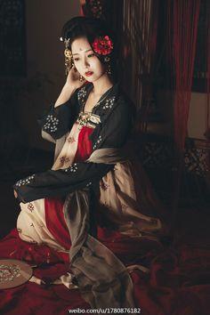 Hanfu: traditional Chinese costume