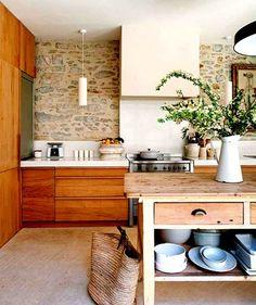 French contemporary. So many nice kitchens. Via Modern Home Design, FR.