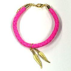 Zelf maken: armband van gevlochten leder in twee trendy kleuren. Deze set wordt…