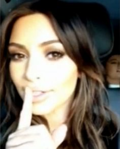 Kim Kardashian filma as irmãs cantando música de Justin Timberlake >> http://glo.bo/1e398XO