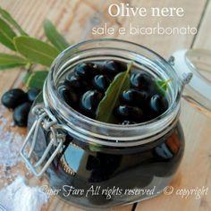 Come conservare le olive nere con bicarbonato e sale #OLIVE #CONSERVARELEOLIVE #OLIVENERE World Recipes, New Recipes, Vegetarian Recipes, Cooking Recipes, Ricotta, Pesto Dip, Kitchen Confidential, Sicilian Recipes, Romanian Food