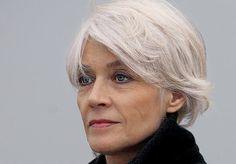 A Femme d'Un Certain Age: Famous Faces of A Certain Age Françoise Hardy grace and beauty