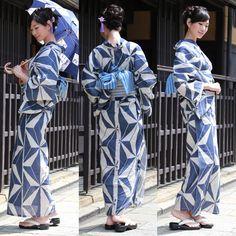 【楽天市場】浴衣 セット レディース レトロ 2017 高級綿麻浴衣3点セット「生成り地に薄紺麻の葉」【あす楽】浴衣 帯 下駄 女性 浴衣セット ゆかた ユカタ:洋服・小物 なでしこ Yukata Kimono, Kimono Top, Traditional Japanese Kimono, Modern Kimono, Geisha Art, Japan Woman, Summer Kimono, Japanese Outfits, Japanese Beauty