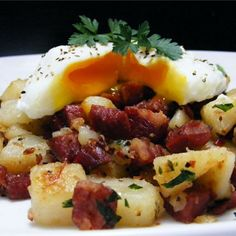 Deluxe Corned Beef Hash Ingredients: 2 tablespoons butter 2 tablespoons extra-virgin olive oil 1 large onion, chopped 5 large Yukon Gold potatoes, peeled and cut into ¼-inch cubes 1 large carrot,. Homemade Corned Beef, Cooking Corned Beef, Corned Beef Hash, Brunch Dishes, Brunch Recipes, Breakfast Recipes, Breakfast Ideas, Camping Breakfast, Breakfast Hash