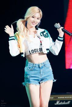 Twice - Sana *-* ♡ Kpop Girl Groups, Korean Girl Groups, Kpop Girls, Nayeon, Twice Show, Asian Woman, Asian Girl, Sana Cute, Sana Minatozaki