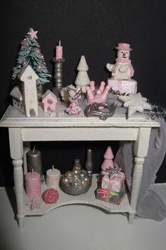 Glitter kersttafeltje voor in poppenhuis/Glitter christmas table for the dollhouse made by Jolanda Knoop