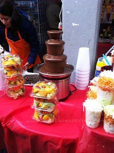 Bien dicen que en los mercados de México se encuentra de todo: hasta fuente de chocolate!