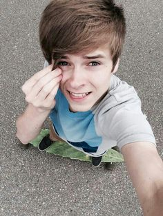 His board is a leaf *o* Hot Youtubers, Mikey Murphy, Magcon, Male Face, My Crush, Favorite Person, Future Husband, Fangirl, Crushes