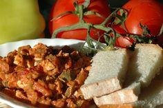 Osia piecze, smaży, szatkuje, smakuje i testuje;): Tatar ze śledzia po węgiersku wg. Magdy Gessler