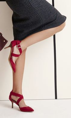 Classic red mid heel in soft genuine materials with sweeping crossed straps and finished with a pointed toe.