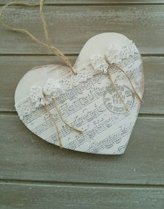 Heart lace and partition hanging - wooden heart shabby chic Heart Decorations, Valentine Decorations, Valentine Crafts, Valentines, Shabby Look, Shabby Chic Style, Decoration Shabby, Shabby Chic Hearts, Creation Crafts