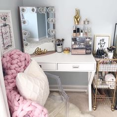 This Vanity Makes Us Feel All Cozy And Fuzzy Inside! @styledbykasey Shop www.cosmocube.com For The Perfect Makeup Storage …