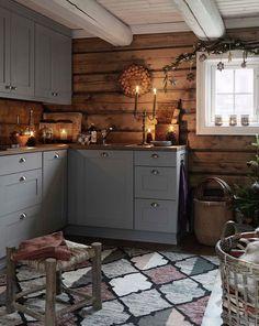 New Kitchen Cabinets Gray Wood Ideas Rustic Kitchen, New Kitchen, Kitchen Decor, Cozy Kitchen, Awesome Kitchen, Kitchen Interior, Cabin Homes, Log Homes, Diy Kitchen Cabinets