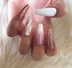 rose gold nails Glamour nails Doing.Makeup Doing. Great Nails, Cute Nails, My Nails, Gems On Nails, Nail Art Blanc, Ongles Or Rose, Gold Acrylic Nails, Acrylic Nails For Summer Glitter, Gold Nail Designs