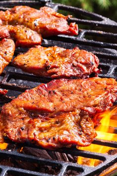 Throw some pork steaks on the grill and dress them up with a simple honey-barbecue sauce baste. Rib Recipes, Steak Recipes, Cooking Recipes, Lunch Recipes, Recipies, Grilling The Perfect Steak, How To Grill Steak, Steaks On The Grill, Honey Barbecue Sauce