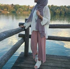 129 Likes, 2 Comments - Casual Hijab Outfit, Hijab Chic, Hijab Wear, Fashion Pants, Girl Fashion, Fashion Outfits, Modest Fashion, Modest Wear, Modest Outfits