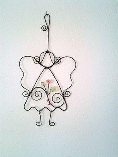 Andělka s růžovou kytičkou