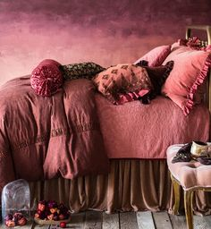Hot Summer Terracota: Terracotta it's a warm, creamy, natural, rich, full-bodied color and it can complement many interior design styles. Deco Rose, Deco Boheme, Terracota, Pantone Color, Pantone 2015, Pink Brown, Purple, Dusty Rose, Dusty Pink