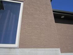 There are more textures and finishes that stucco has to offer than you might think, more than in fact. Here is a list of the more popular ones and descriptions. Stucco Homes, Stucco Exterior, Exterior Design, Interior And Exterior, Stucco Finishes, Wall Finishes, Stucco Colors, Paint Colors, Stucco Texture