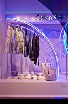 Calvin Klein collaborated with StudioXAG creating the 'Up In The Clouds' Summer window displays for Calvin Klein flagships in Milan and London, and other stores worldwide. Denim Window Display, Window Display Design, Window Displays, Boutique Interior, Merchandising Displays, Store Displays, Retail Displays, Calvin Klein Store, Tommy Hilfiger Store