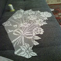 This Pin was discovered by Fik Crochet Art, Filet Crochet, Crochet Designs, Crochet Patterns, Silk Art, Crochet Tablecloth, Christmas Cross, Doilies, Diy And Crafts
