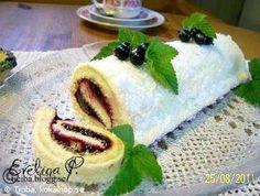 Ticibas rulltårta med svartvinbärsfyllning och snötäcke