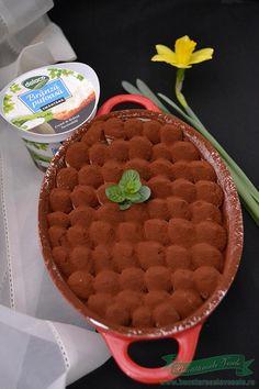 tiramisu fara oua Romanian Food, Sweet Tarts, Tiramisu, Waffles, Cooking, Breakfast, Knits, Sweets, Cream