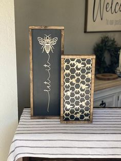 Wood painted sign set with a 3D cut out design secured to the front. Main images show a dark wood frame, black background, with champagne honeycomb & bee design. The last listing photo shows a natural wood set. Choose from natural wood (unpainted) or champagne colored bee. It is a very subtle Bee Crafts, Wood Crafts, Porta Diy, Bee Art, Décor Boho, Bee Design, Bee Theme, Spring Sign, Honeycomb