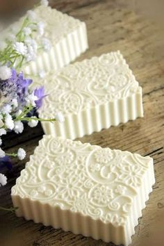 For those who are seriously into soap making, the concept of soap molds is an interesting one. What you need to understand is that when it comes to soap molds, there are so many options that are present. Needless to say, with soap mak Homemade Beauty, Diy Beauty, Savon Soap, Soap Carving, Homemade Soap Recipes, Homemade Cards, Bath Soap, Bath Salts, Soap Packaging