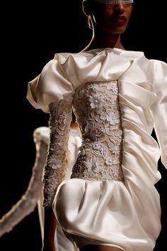 Viktor & Rolf lace & folds ♡
