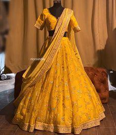 Indian Bridal Outfits, Indian Fashion Dresses, Dress Indian Style, Half Saree Lehenga, Lehnga Dress, Half Saree Designs, Choli Designs, Lehenga For Girls, Fancy Dress Design