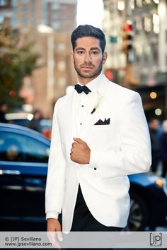 Fashion Suits, Mens Fashion, Purple Tuxedo, Groom And Groomsmen Looks, Classic, Inspiration, Style, Moda Masculina, Derby