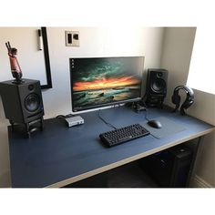 """1,286 Likes, 2 Comments - Mal - PC Builds and Setups (@pcgaminghub) on Instagram: """"An amazing simplistic setup! The natural light is always really nice contrast for dark peripherals…"""""""