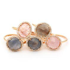 Colección Amuletto de Rabat: anillos de oro rosa con zafiros de color y diamantes.