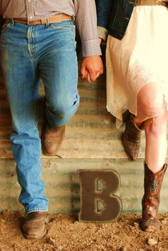 Engagement poses, country theme