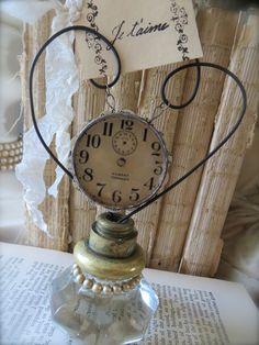 Vintage doorknob as photo holder - Petite Michelle Louise