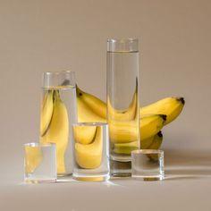 Essen durch Gläser und Flüssigkeiten von Suzanne Saroff gesehen -