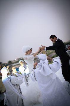 Bridal Headscarf Veil Inspiration, Hijab bride, modest bride Perfect Muslim Wedding