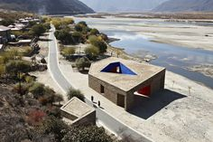 Niyang River Visitor Center  / Standardarchitecture + Zhaoyang Architects