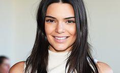 Kendall Jenner bekämpft Pickel mit dieser selbstgemixten Creme. Und wir haben das Rezept